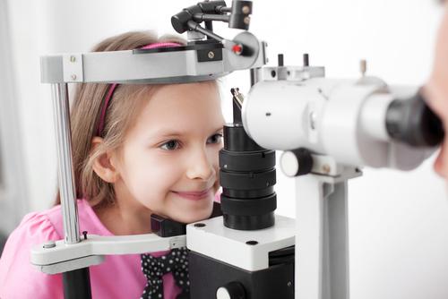 昆明眼科医院医学验光配镜要多少钱?